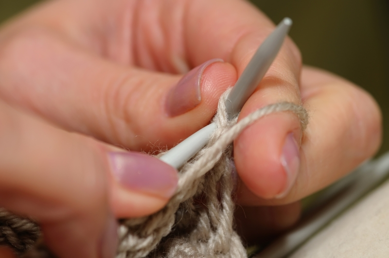 748398-hands-of-a-young-woman-knitting